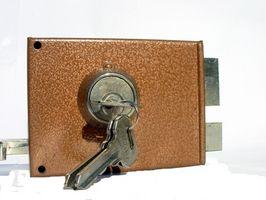 Comment réparer une serrure de porte coincé