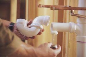 La canalisation d'égout en plastique Versus fonte