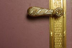 Comment faire pour supprimer une serrure de porte vintage sur une maison