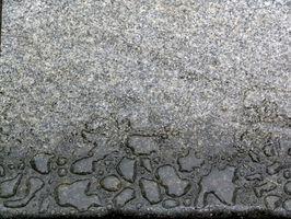 Comment puis-je nettoyer le marbre de culture baignoires et douches?