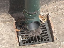 Comment faire pour installer un tuyau de drainage dans votre cour