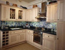 Comment nettoyer et restaurer les Armoires de cuisine avec Magic Cleaner