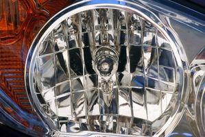 Comment nettoyer les lentilles en plastique phares sur une Toyota Camry 1999