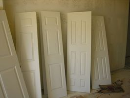 Comment faire pour installer une porte intérieure dans une maison