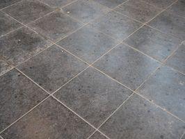 Comment nettoyer un vieux Tile Cuisine Plancher