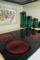 Comment faire pour supprimer les taches de liquides brûlés sur une table de cuisson en céramique