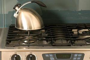 Comment faire pour supprimer des dépôts durs eau sur le fond d'une bouilloire à thé