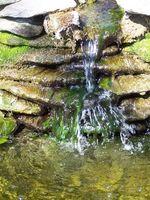 Comment construire une cascade dans un étang d'eau