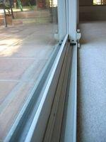 Comment nettoyer glissières de portes coulissantes