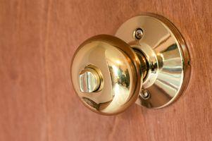 Comment changer une serrure de porte Intérieur qui n'a pas de vis à l'extérieur