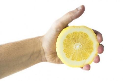 Comment faire pour supprimer les taches avec le jus de citron