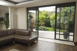 Comment faire pour réparer la voie pour une porte vitrée coulissante