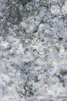 Retrait dur Stains eau d'un comptoir de quartz
